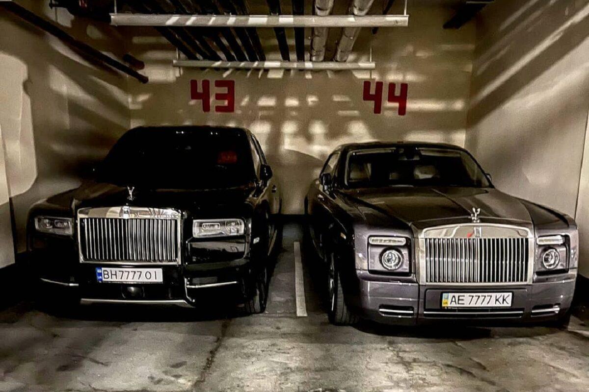 В Украине заметили два роскошных Rolls-Royce с похожими номерами 1