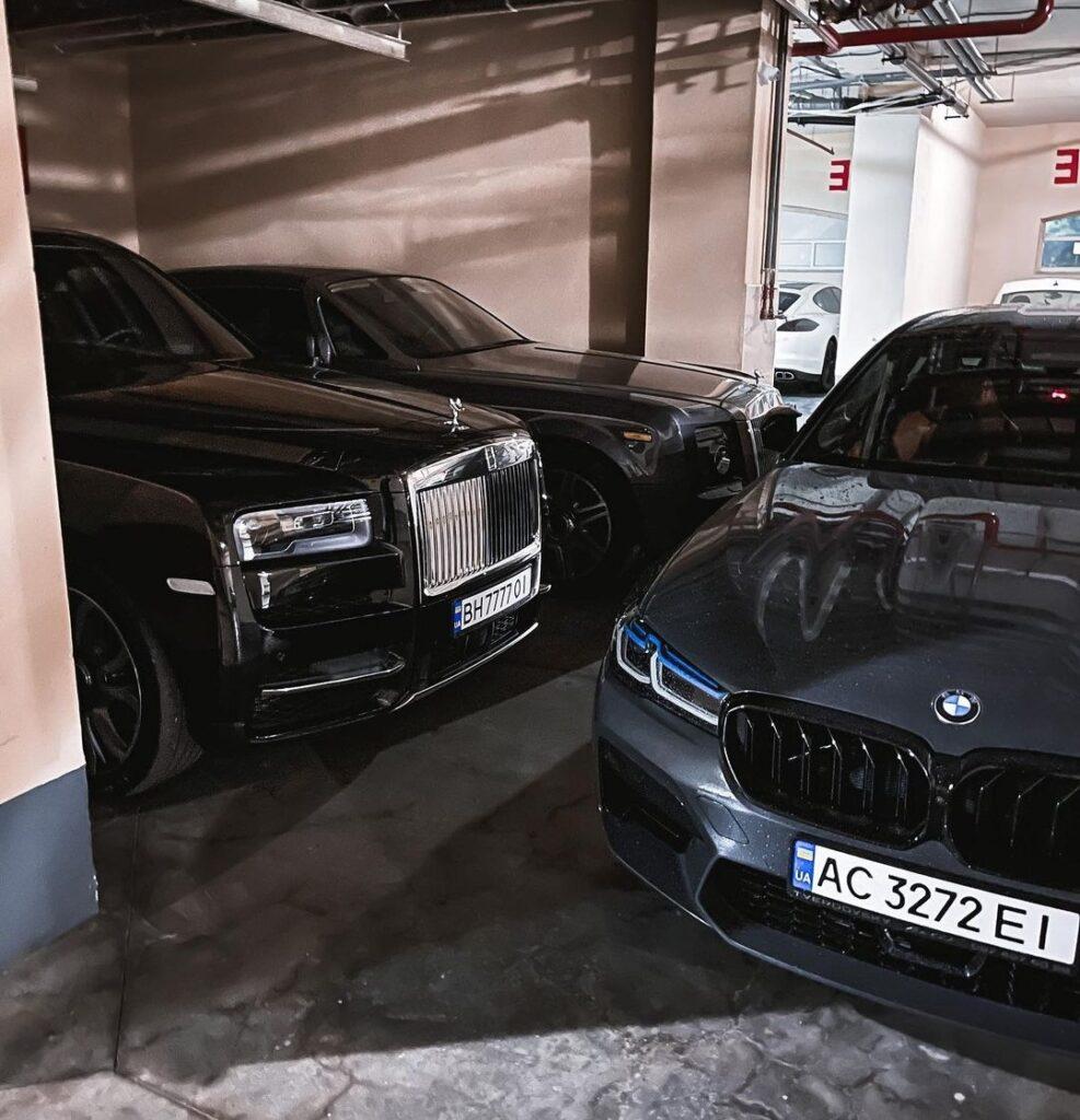 В Украине заметили два роскошных Rolls-Royce с похожими номерами 2