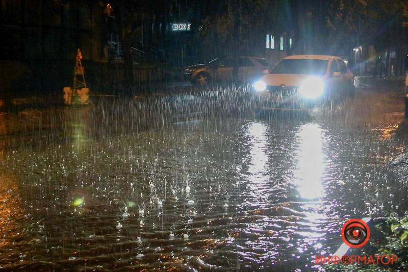 Ливень затопил улицы Днепра 3