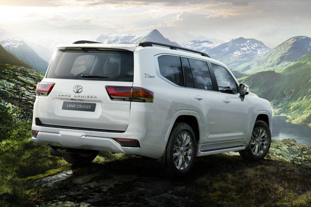 Новые Toyota Land Cruiser 300 начали завозить в Украину 3