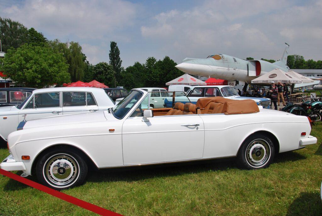 В Киеве показали редчайший роскошный кабриолет Rolls-Royce 2