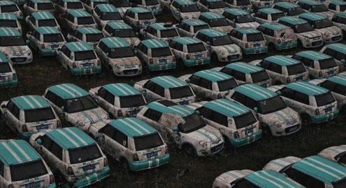 В сети показали фото гигантской свалки электромобилей 1