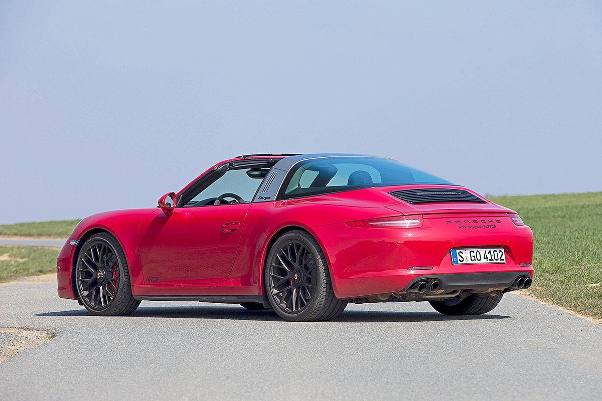 Сравнительный тест-драйв Porsche 911 Targa 4 GTS и Chevrolet Corvette Stingray 5