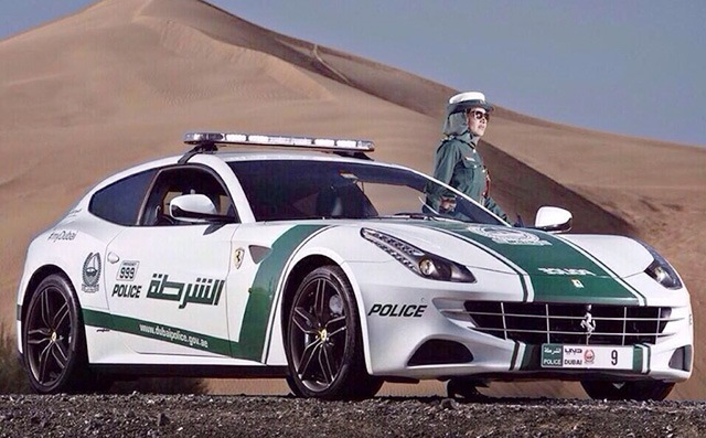 Красиво жить не запретишь: полиция Дубаи пересела на Bugatti Veyron 16.4 1