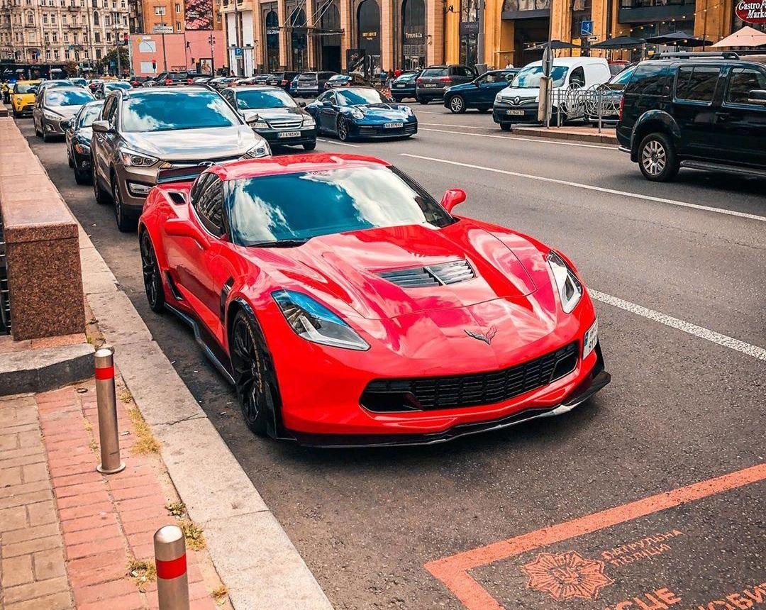 В Украине заметили сверхмощный Chevrolet Corvette 1