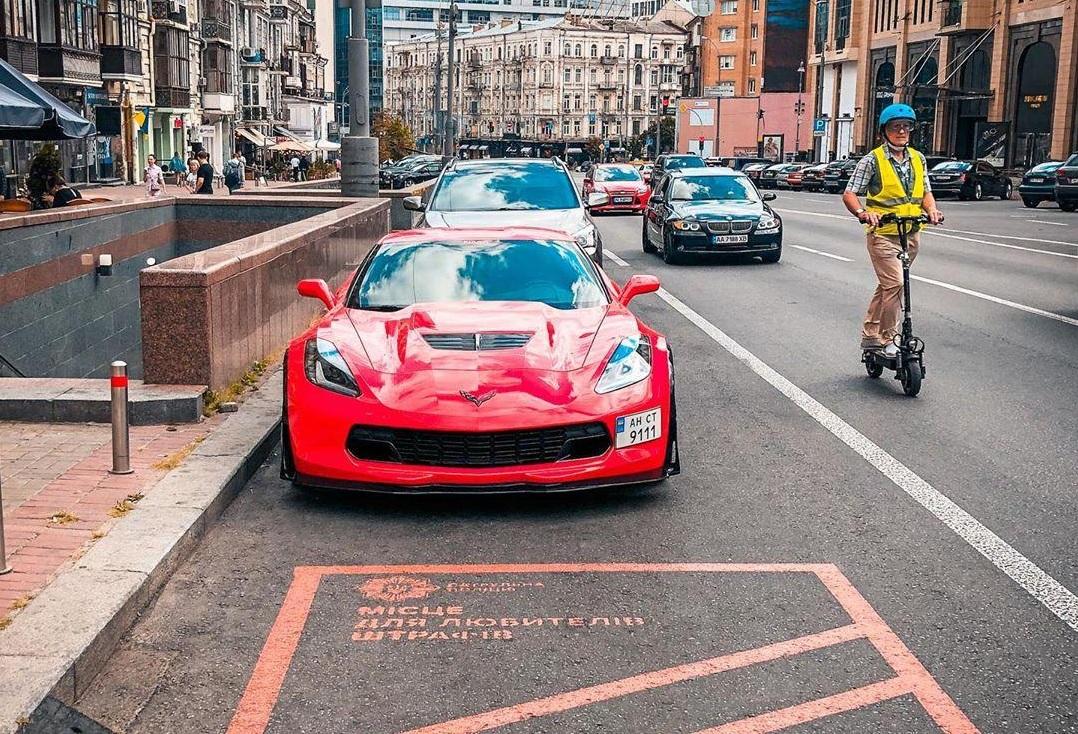 В Украине заметили сверхмощный Chevrolet Corvette 2