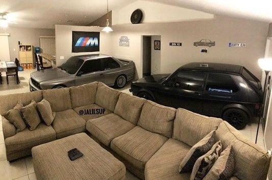 Американец спас две машины от урагана в собственной гостиной