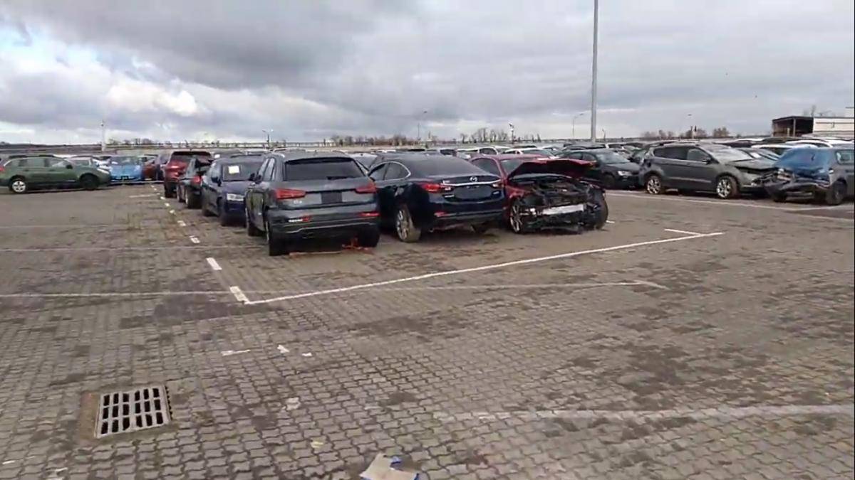 В Одесский порт продолжают сотнями свозить битые авто из США