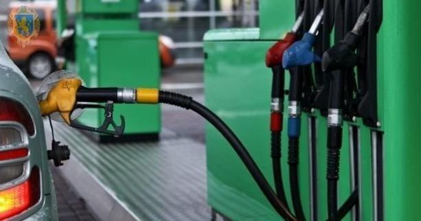 Цены на бензин и дизель снижаются: сколько стоит топливо на АЗС
