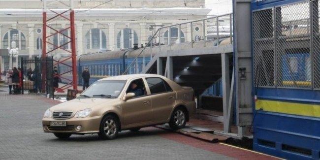«Укрзализныця» внедрит онлайн-сервис заказа перевозки авто