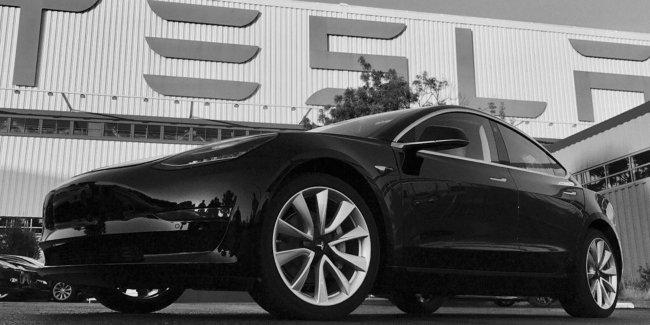 Руководство Tesla обвинили в слежке за каждым сотрудниками