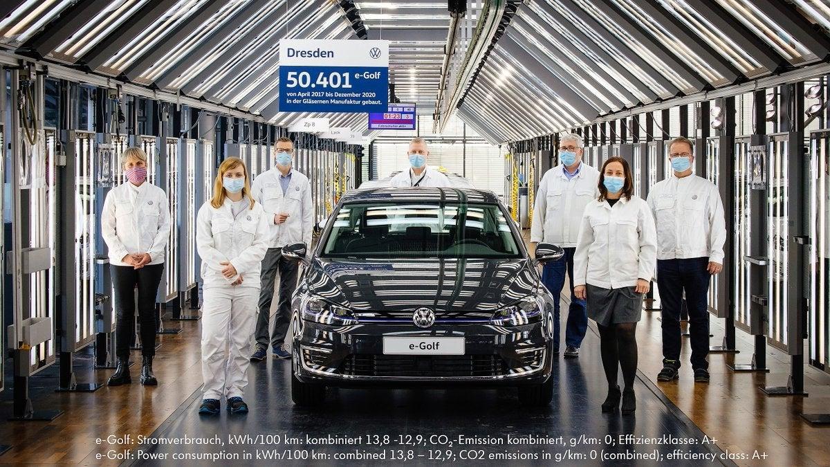 Volkswagen снимает с производства электрический e-Golf