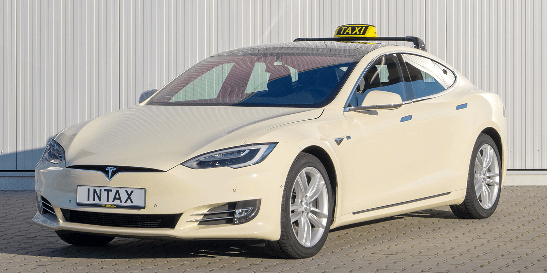 Илон Маск анонсировал запуск беспилотного такси в 2020 году