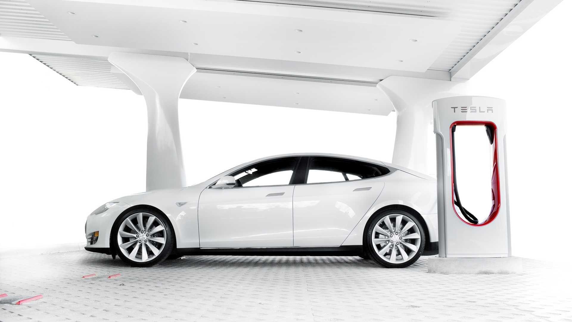 «Суперчарджеры» для Tesla Model S и X снова стали бесплатными