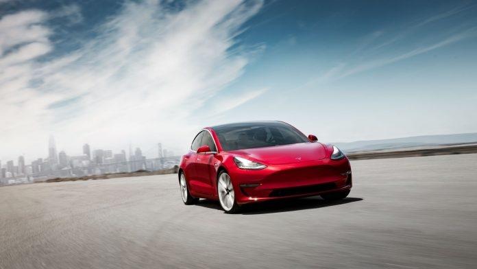 Tesla Model 3 побила рекорд продаж Renault Zoe в Европе