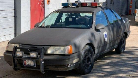Точную копию полицейской машины Robocop Ford Taurus продают на eBay