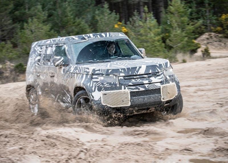 Новый Land Rover Defender впервые показали на фото