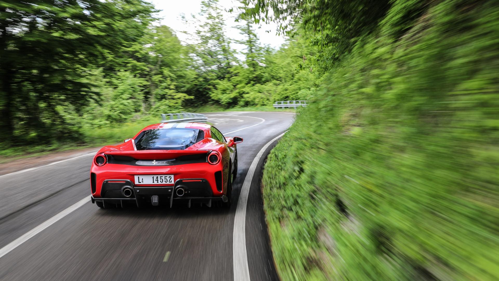 Ferrari представит новый супер-гибрид уже в этом месяце