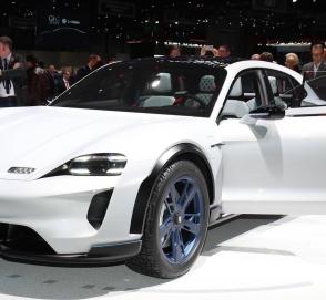 В Porsche подтвердили запуск Taycan Cross Turismo в 2020 году