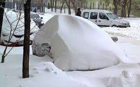 Полиция нашла угнанный автомобиль в снежном сугробе