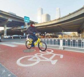 В Китае построили трехполосную дорогу не для машин