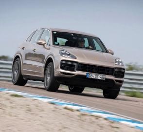 Самый мощный Porsche Cayenne установил рекорд на недостроенном треке
