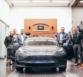 Дилер Infiniti продал клиенту Tesla, потому что у марки пока нет электрокаров