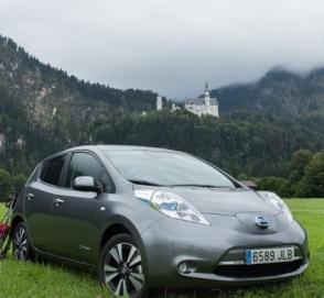 Новый Nissan Leaf «научится» тормозить педалью газа
