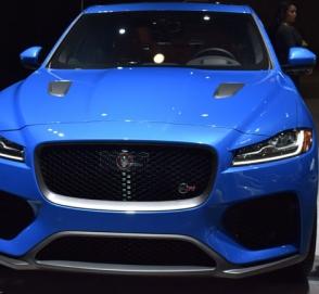 Jaguar представил новый F-Pace SVR