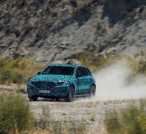 Электрический кроссовер Mercedes проходит испытания в пустыне