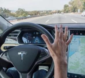 Илон Маск рассказало о том, на каких машинах ездит