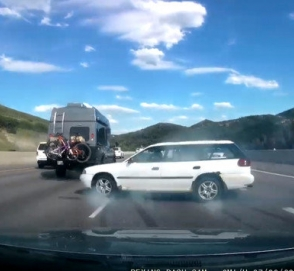 Водитель эффектно ушел от столкновения на автобане: видео