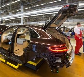 Как роботы собирают Porsche Panamera и Macan
