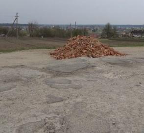 Украинцы самостоятельно ремонтируют дороги