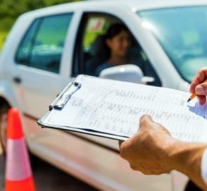 В Украине хотят отменить автошколы и курсы вождения
