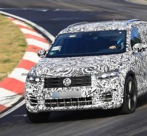 Volkswagen тестирует 300-сильную версию T-Roc на «Нюрбургринге»