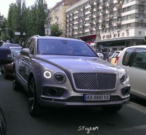 Киев заполонили Bentley Bentayga