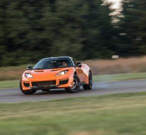 Главу компании Lotus остановили за превышение скорости