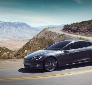 Tesla Model S получила фальшивый двигатель V8