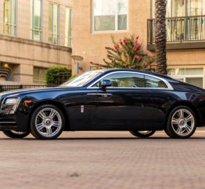 74-летняя свекровь таможенницы купила Rolls-Royce за $440 000