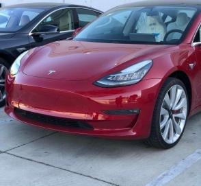 Опубликованы живые фото и видео самой мощной Tesla Model 3