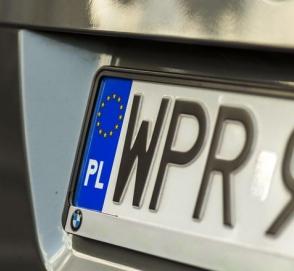 Автомобили на еврономерах предлагают разделить на две категории