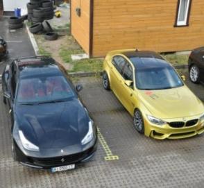 В Украине появился редкий суперкар Ferrari