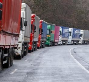 Грузовым автомобилям запретили въезжать в Киев