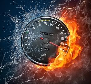 Пьяная женщина разогналась до 240 километров в час в качестве урока сыну