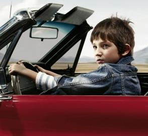 Восьмилетний ребенок угнал машину и поехал кататься по автобану