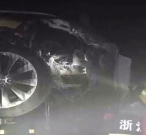 Утопленная Tesla загорелась во время ремонта