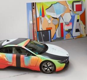 Немецкий художник превратил гибрид BMW i8 в произведение искусства