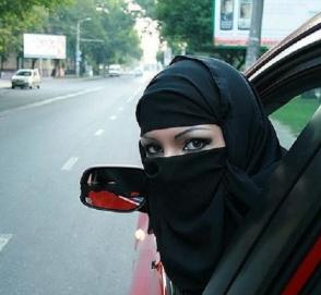 В Саудовской Аравии женщин пустят за руль грузовиков