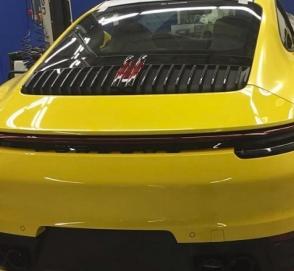 Нетерпеливая девушка рассекретила новый Porsche 911